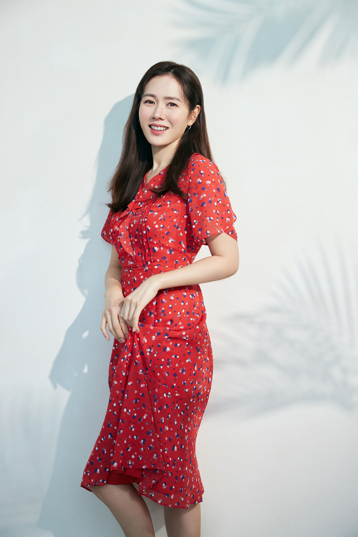 Thay thế Ha Ji Won, Son Ye Jin trở thành 'nàng thơ' mới chỉ vì hẹn hò với Hyun Bin? Ảnh 3