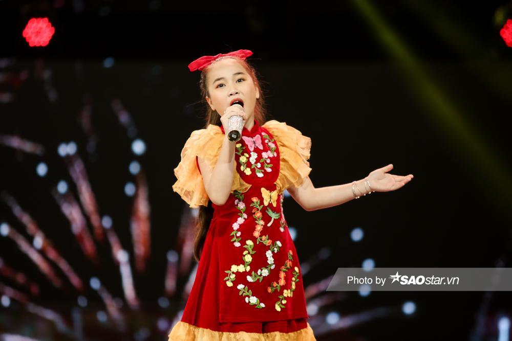 2 'Diva nhí' Ngọc Nhi - Khánh Linh đón Giao thừa ngập tràn cảm xúc với ca khúc mới 'Ai bận nhất ngày Tết' Ảnh 9