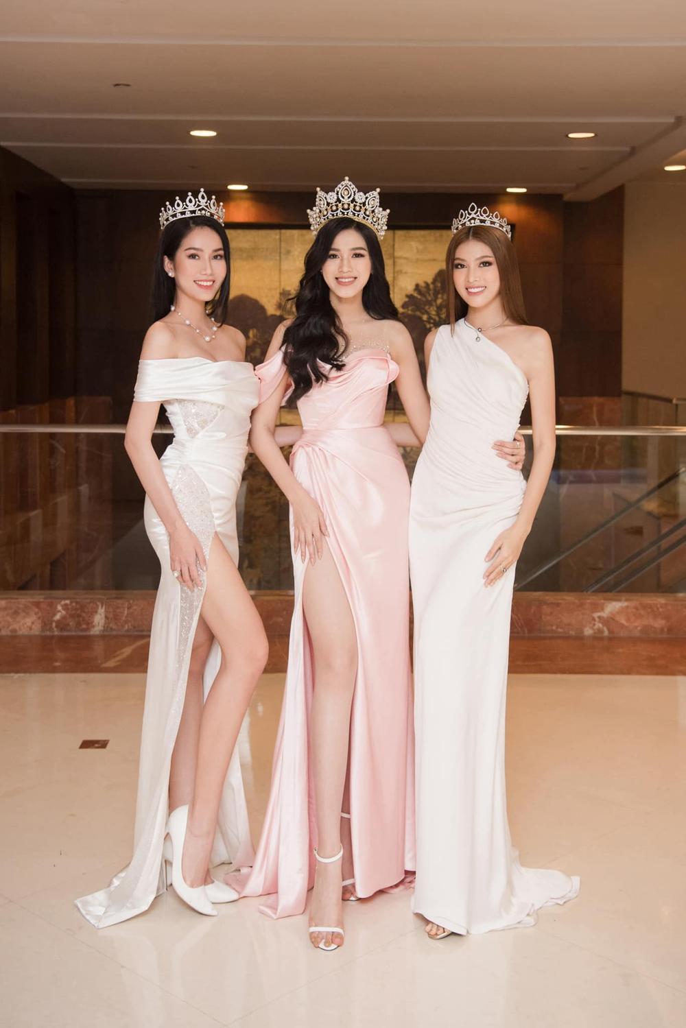 Đỗ Thị Hà bao phen khiến fan chao đảo vì váy xẻ cao ngút ngàn, khoe đôi chân cực phẩm 1m1 Ảnh 6