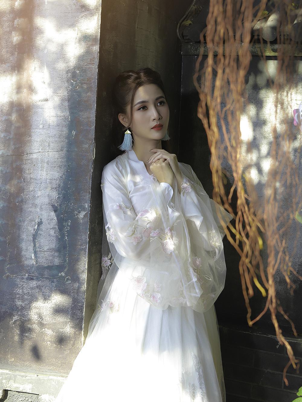 Phan Thị Mơ hóa tiên nữ, hững hờ thềm ngực quyến rũ mê hồn Ảnh 11