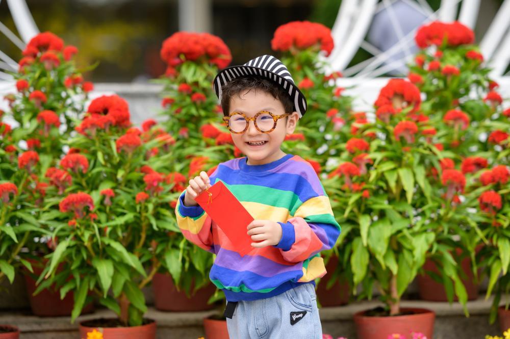 Lâm Khánh Chi cùng ông xã và con trai cưng đi chợ hoa, chia sẻ được gia đình nội - ngoại lo Tết chu toàn Ảnh 2
