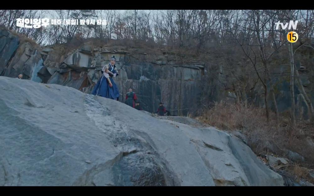 Preview 'Mr. Queen' tập 18: Kim Jung Hyun rơi vực chết, Shin Hye Sun để tang chồng trong đau đớn? Ảnh 5