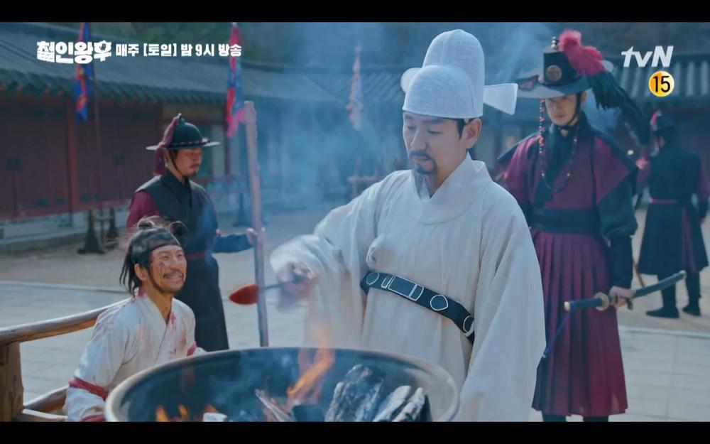 Preview 'Mr. Queen' tập 18: Kim Jung Hyun rơi vực chết, Shin Hye Sun để tang chồng trong đau đớn? Ảnh 11
