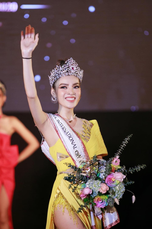 12 thí sinh đầu tiên dự thi Miss International Queen 2021: Trân Đài 'kèn cựa' mỹ nhân Thái Lan Ảnh 1