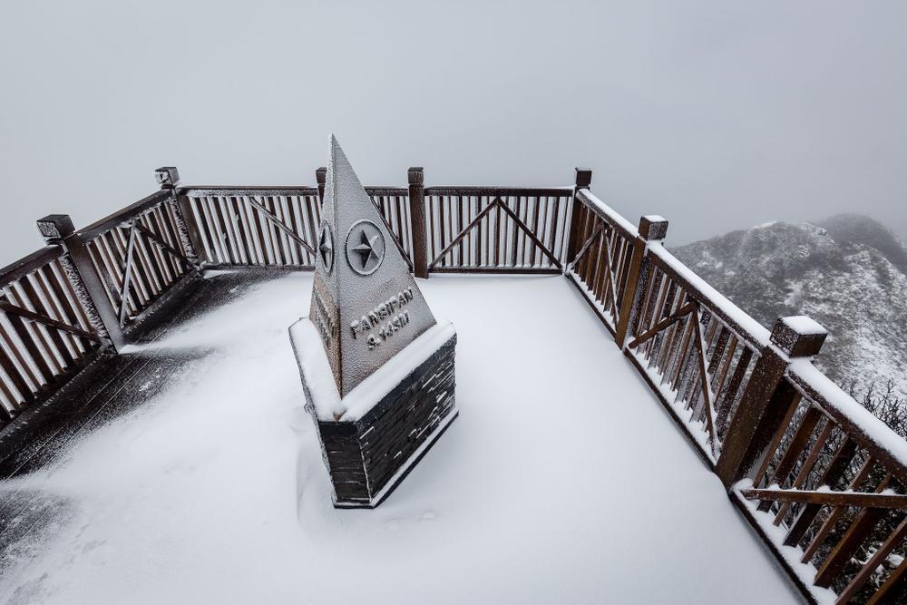 Trận mưa tuyết hiếm gặp xuất hiện trên đỉnh Fansipan Ảnh 6