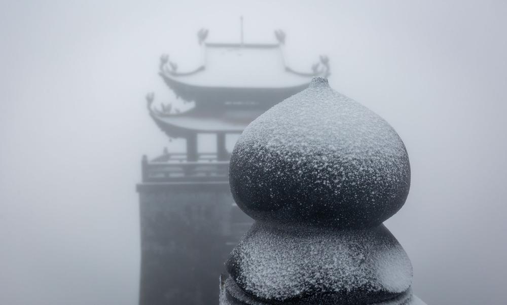 Trận mưa tuyết hiếm gặp xuất hiện trên đỉnh Fansipan Ảnh 4