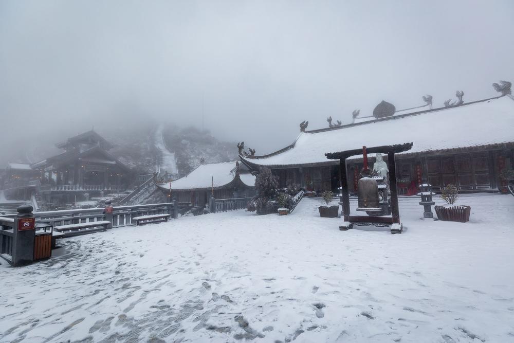 Trận mưa tuyết hiếm gặp xuất hiện trên đỉnh Fansipan Ảnh 12
