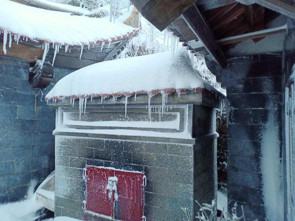 Trận mưa tuyết hiếm gặp xuất hiện trên đỉnh Fansipan Ảnh 16