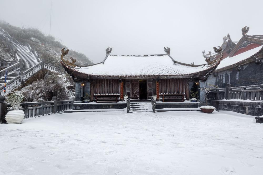 Trận mưa tuyết hiếm gặp xuất hiện trên đỉnh Fansipan Ảnh 5