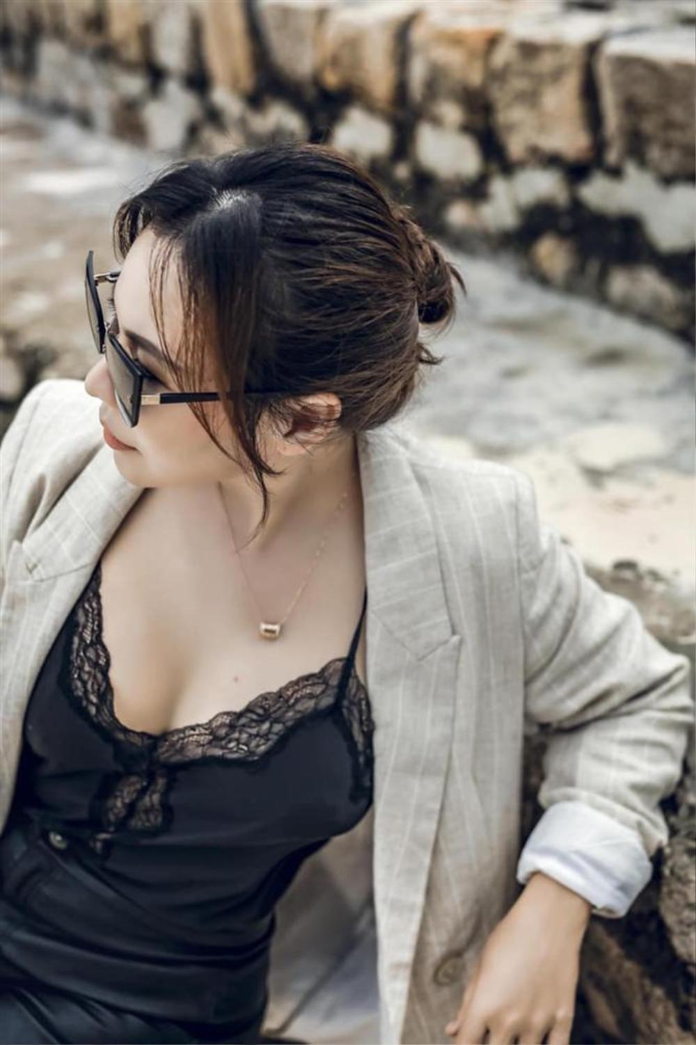 Vợ đại gia 7X của Quý Bình khoe 'điểm vàng' cơ thể rất khéo! Ảnh 5