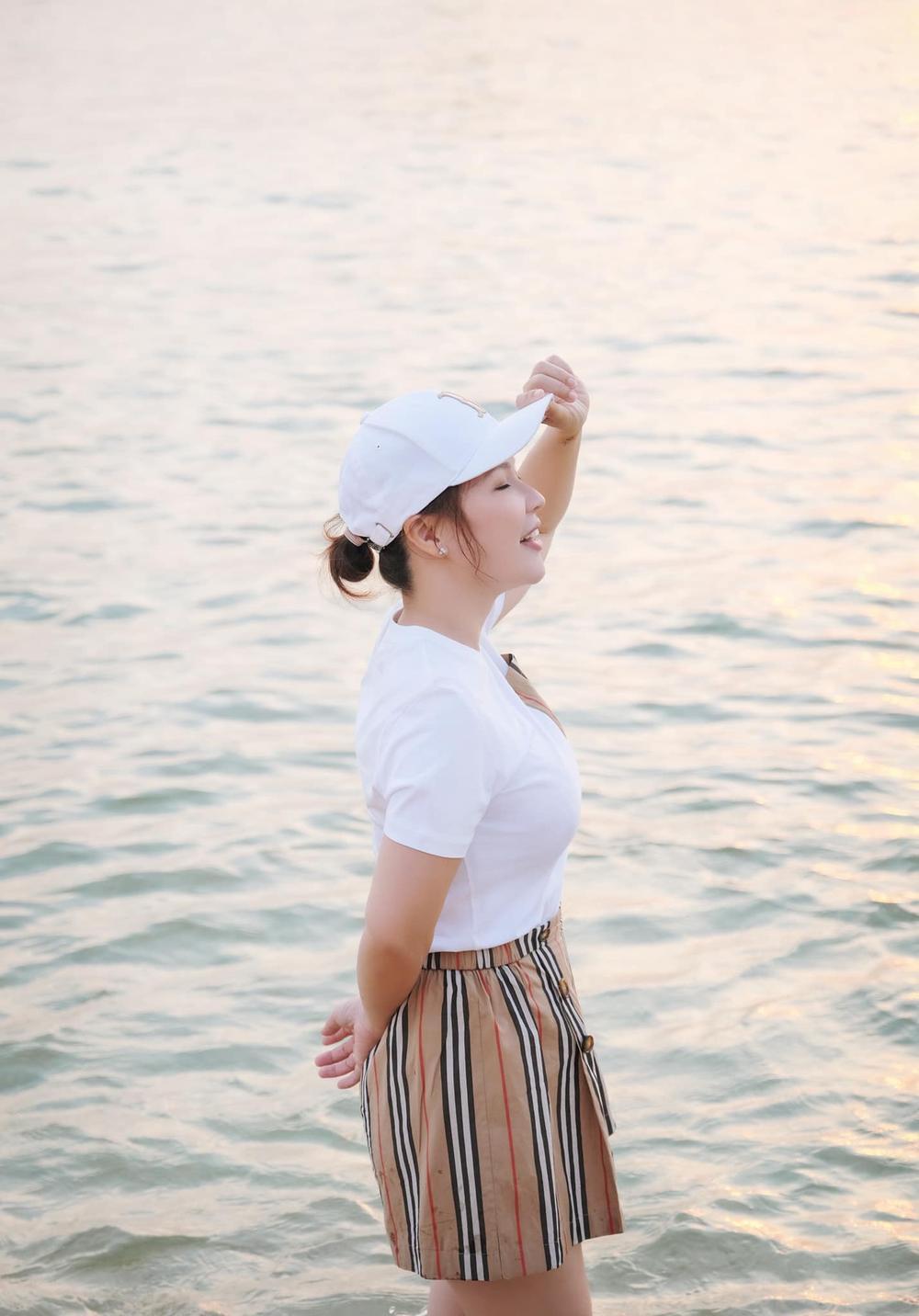 Vợ đại gia 7X của Quý Bình khoe 'điểm vàng' cơ thể rất khéo! Ảnh 12