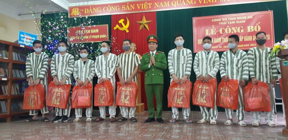 17 phạm nhân tại Nghệ An được giảm hết án, đón Tết cùng gia đình Ảnh 2