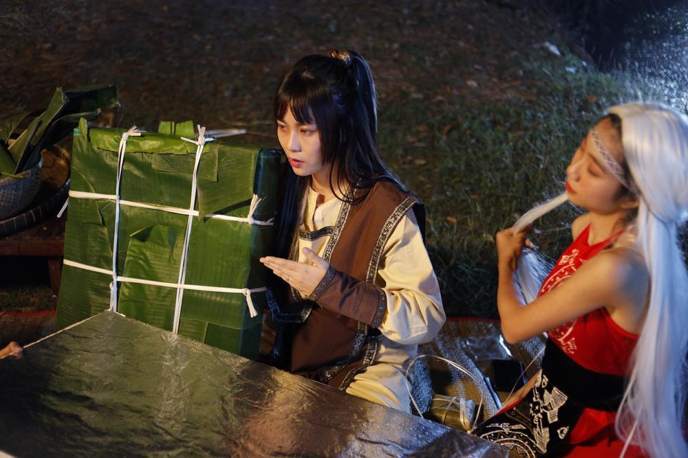 Hot YouTuber Misthy, Di Di và Linh Ngọc Đàm làm nhiệm vụ 'cứu Tết' theo phong cách bá đạo Ảnh 4