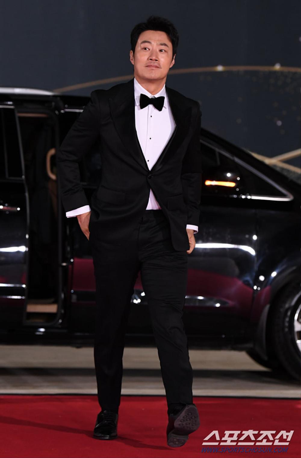 Thảm đỏ 'Rồng xanh 2020': Shin Hye Sun 'cân sắc' Shin Min Ah, Jung Woo Sung - Lee Byung Hun điển trai! Ảnh 41