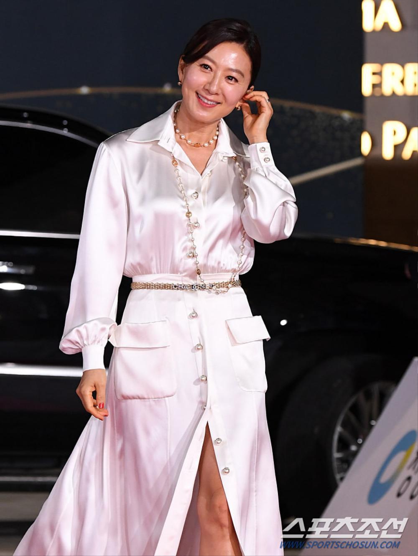 Thảm đỏ 'Rồng xanh 2020': Shin Hye Sun 'cân sắc' Shin Min Ah, Jung Woo Sung - Lee Byung Hun điển trai! Ảnh 29