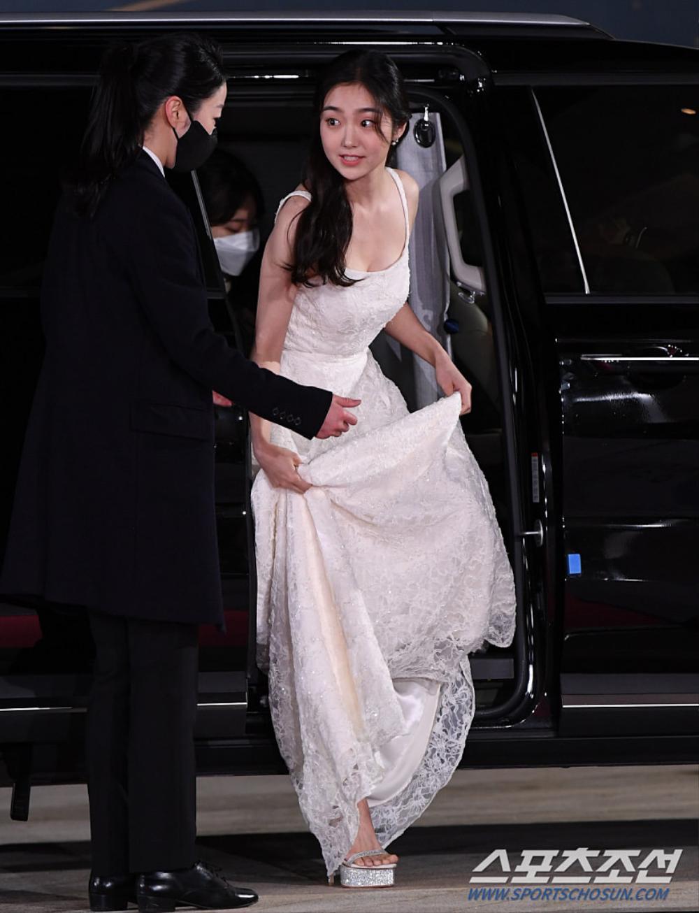 Thảm đỏ 'Rồng xanh 2020': Shin Hye Sun 'cân sắc' Shin Min Ah, Jung Woo Sung - Lee Byung Hun điển trai! Ảnh 33