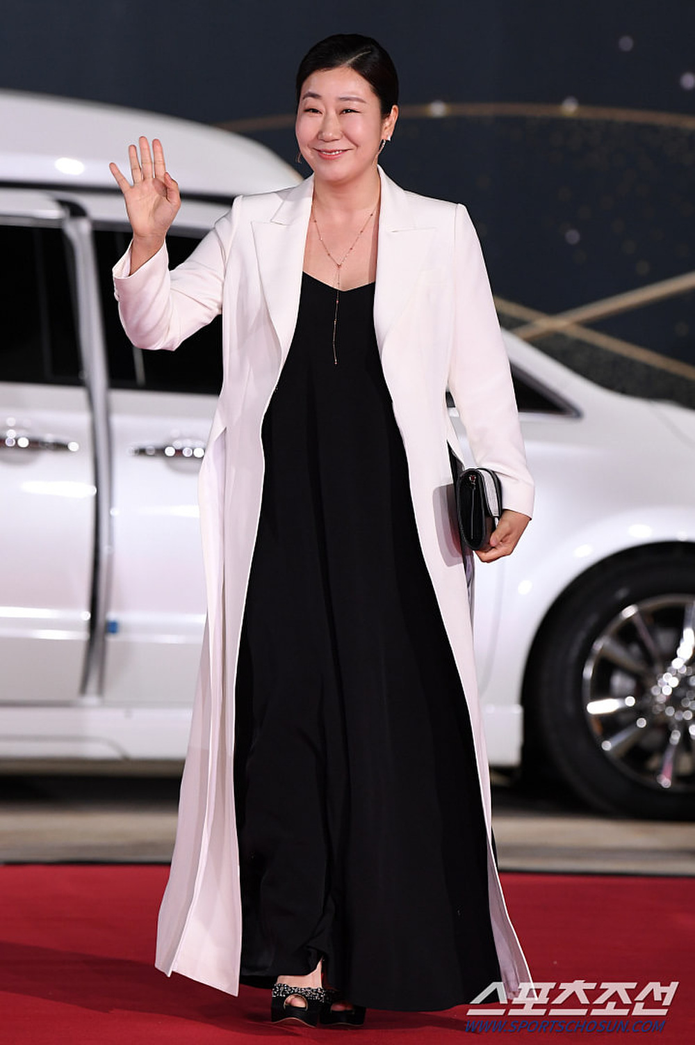 Thảm đỏ 'Rồng xanh 2020': Shin Hye Sun 'cân sắc' Shin Min Ah, Jung Woo Sung - Lee Byung Hun điển trai! Ảnh 2
