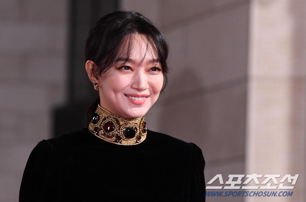 Thảm đỏ 'Rồng xanh 2020': Shin Hye Sun 'cân sắc' Shin Min Ah, Jung Woo Sung - Lee Byung Hun điển trai! Ảnh 21