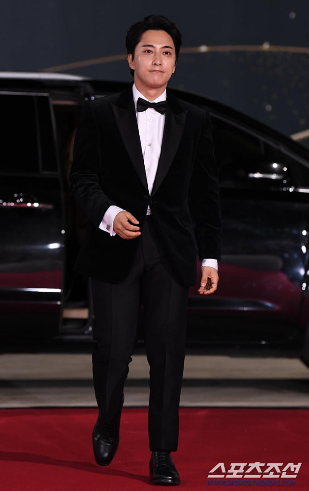 Thảm đỏ 'Rồng xanh 2020': Shin Hye Sun 'cân sắc' Shin Min Ah, Jung Woo Sung - Lee Byung Hun điển trai! Ảnh 32