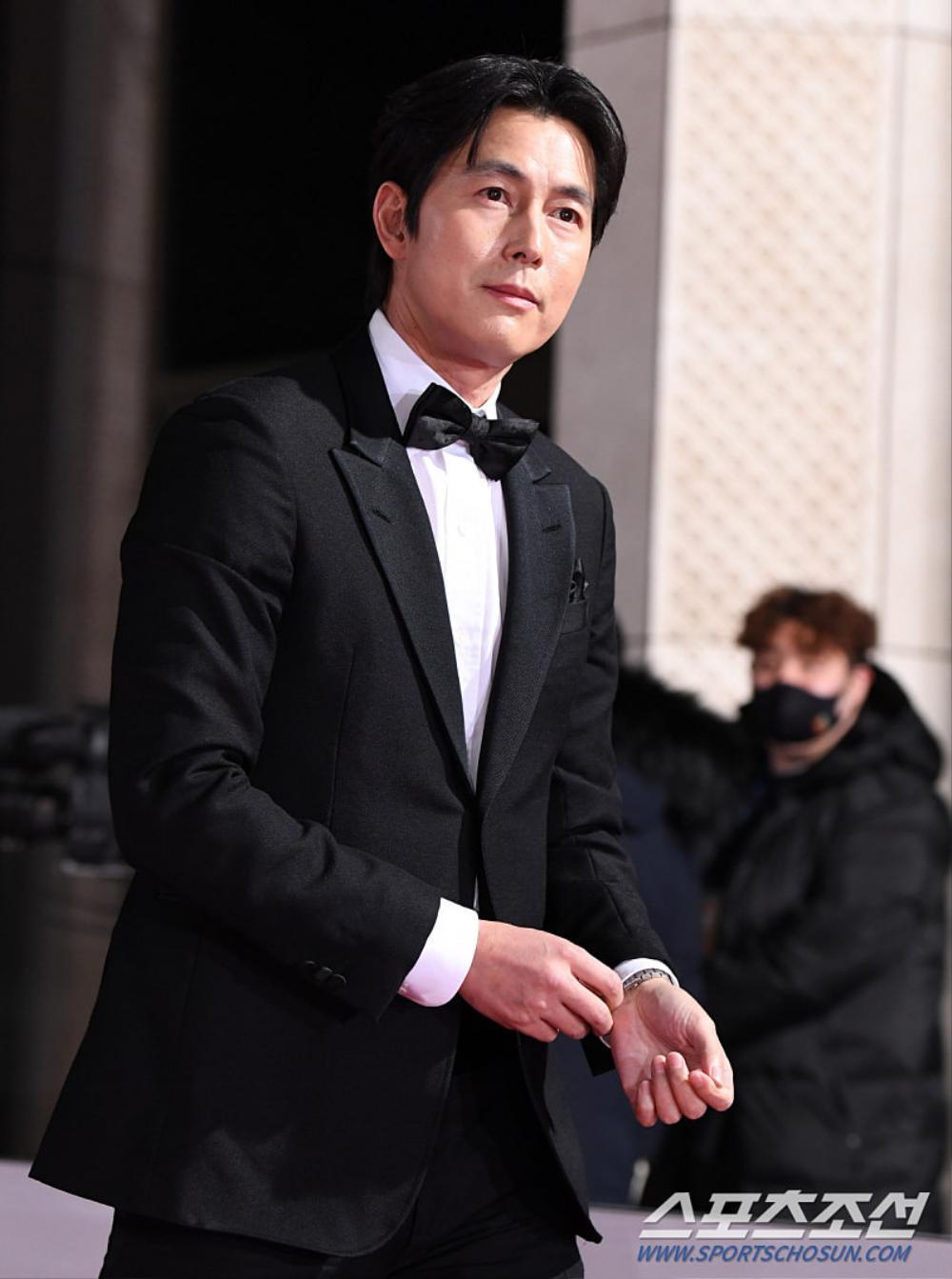 Thảm đỏ 'Rồng xanh 2020': Shin Hye Sun 'cân sắc' Shin Min Ah, Jung Woo Sung - Lee Byung Hun điển trai! Ảnh 8