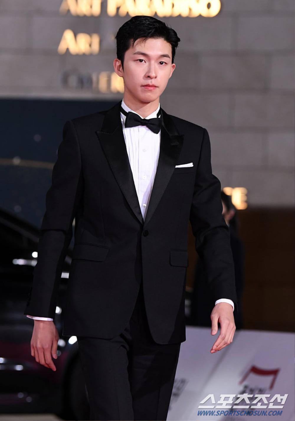 Thảm đỏ 'Rồng xanh 2020': Shin Hye Sun 'cân sắc' Shin Min Ah, Jung Woo Sung - Lee Byung Hun điển trai! Ảnh 47