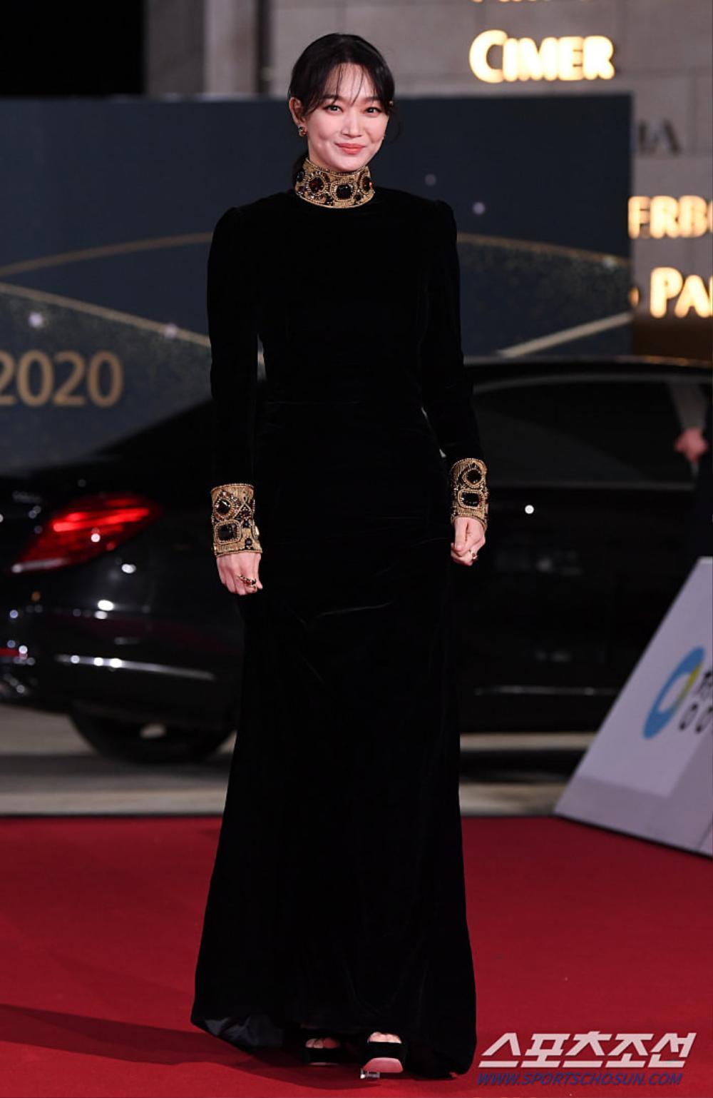 Thảm đỏ 'Rồng xanh 2020': Shin Hye Sun 'cân sắc' Shin Min Ah, Jung Woo Sung - Lee Byung Hun điển trai! Ảnh 20