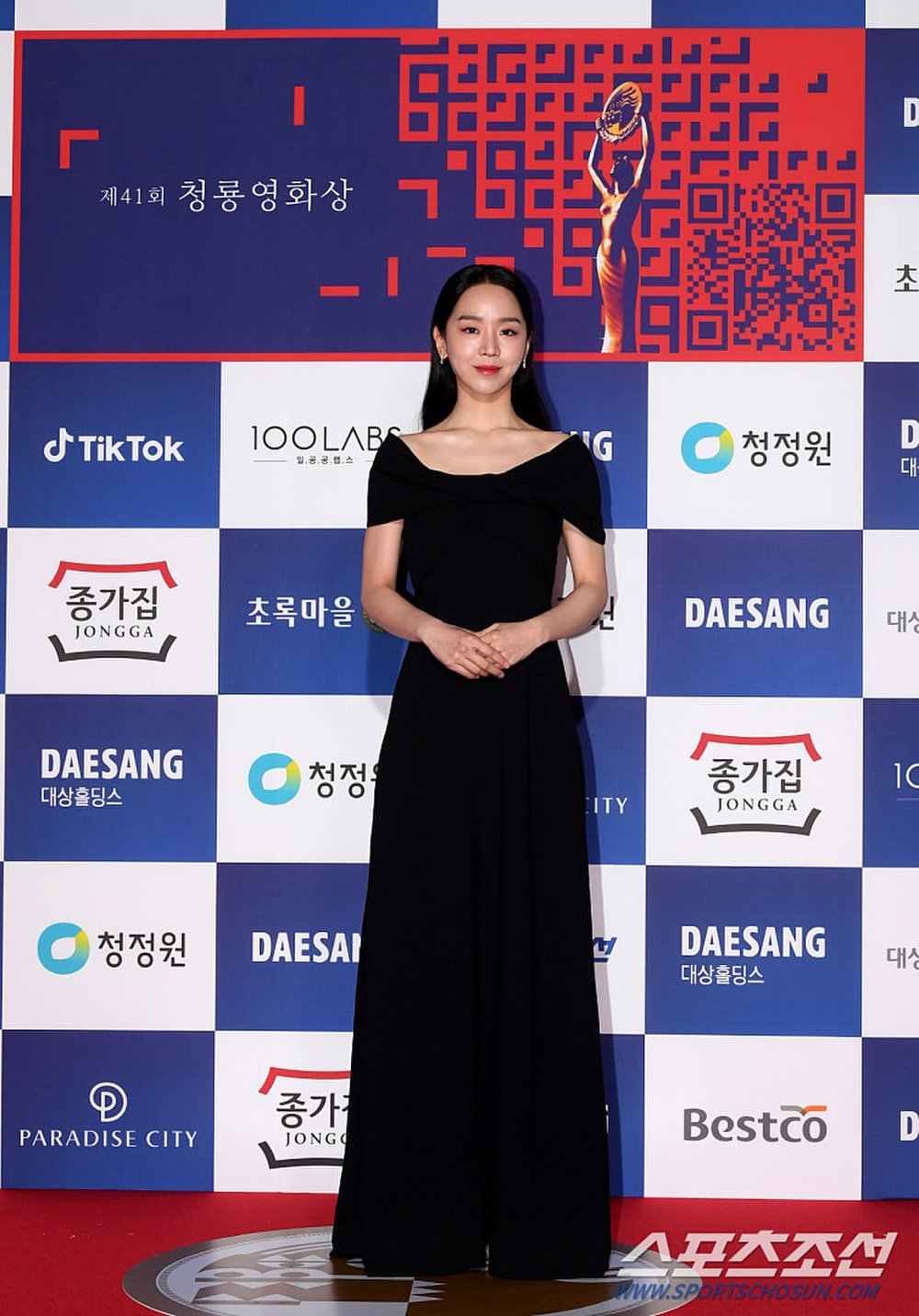 Thảm đỏ 'Rồng xanh 2020': Shin Hye Sun 'cân sắc' Shin Min Ah, Jung Woo Sung - Lee Byung Hun điển trai! Ảnh 14