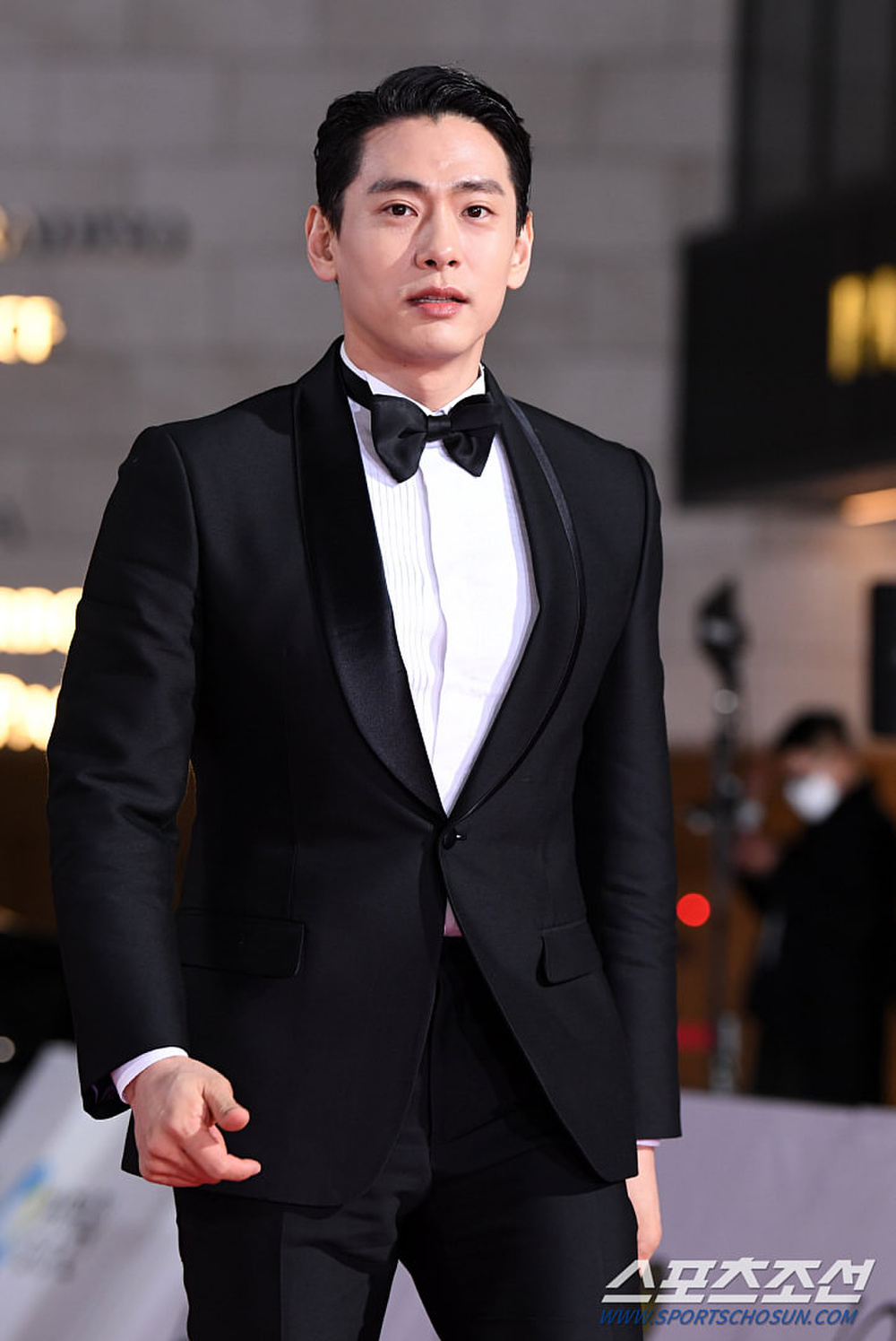 Thảm đỏ 'Rồng xanh 2020': Shin Hye Sun 'cân sắc' Shin Min Ah, Jung Woo Sung - Lee Byung Hun điển trai! Ảnh 35