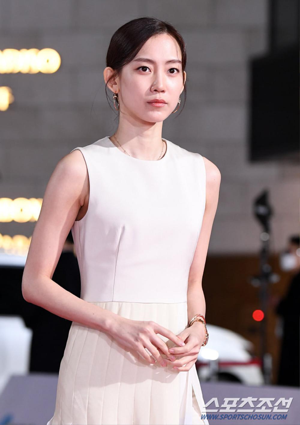 Thảm đỏ 'Rồng xanh 2020': Shin Hye Sun 'cân sắc' Shin Min Ah, Jung Woo Sung - Lee Byung Hun điển trai! Ảnh 48