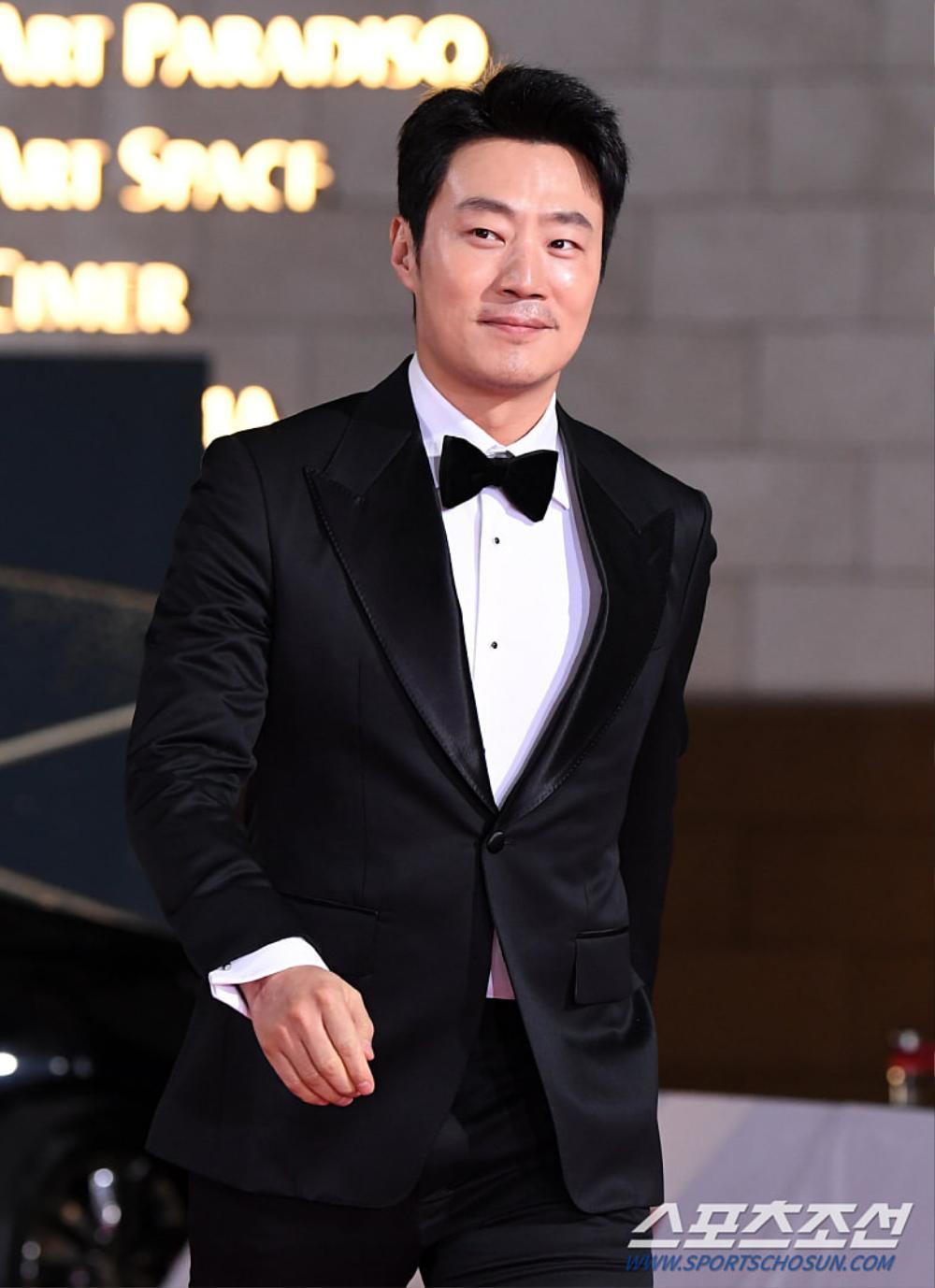 Thảm đỏ 'Rồng xanh 2020': Shin Hye Sun 'cân sắc' Shin Min Ah, Jung Woo Sung - Lee Byung Hun điển trai! Ảnh 40
