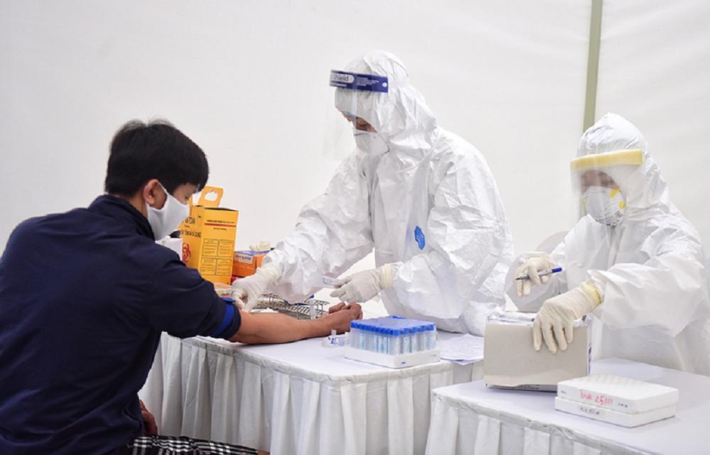 Nóng: Lấy mẫu xét nghiệm khẩn cấp cho 1.000 nhân viên Bệnh viện Mắt TP.HCM vì liên quan đến trường hợp F0 Ảnh 1