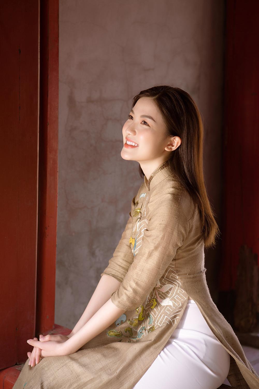 Trước thềm Tết Tân Sửu 2021, diễn viên Lương Thanh tung bộ hình áo dài đậm chất xuân Ảnh 1