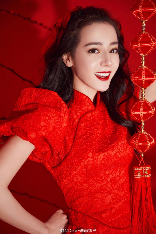 Sao Hoa Ngữ chào đón Tết Tân Sửu 2021: Tiêu Chiến đỏ rực ngày xuân, Phạm Băng Băng nấu ăn cùng em trai Ảnh 12