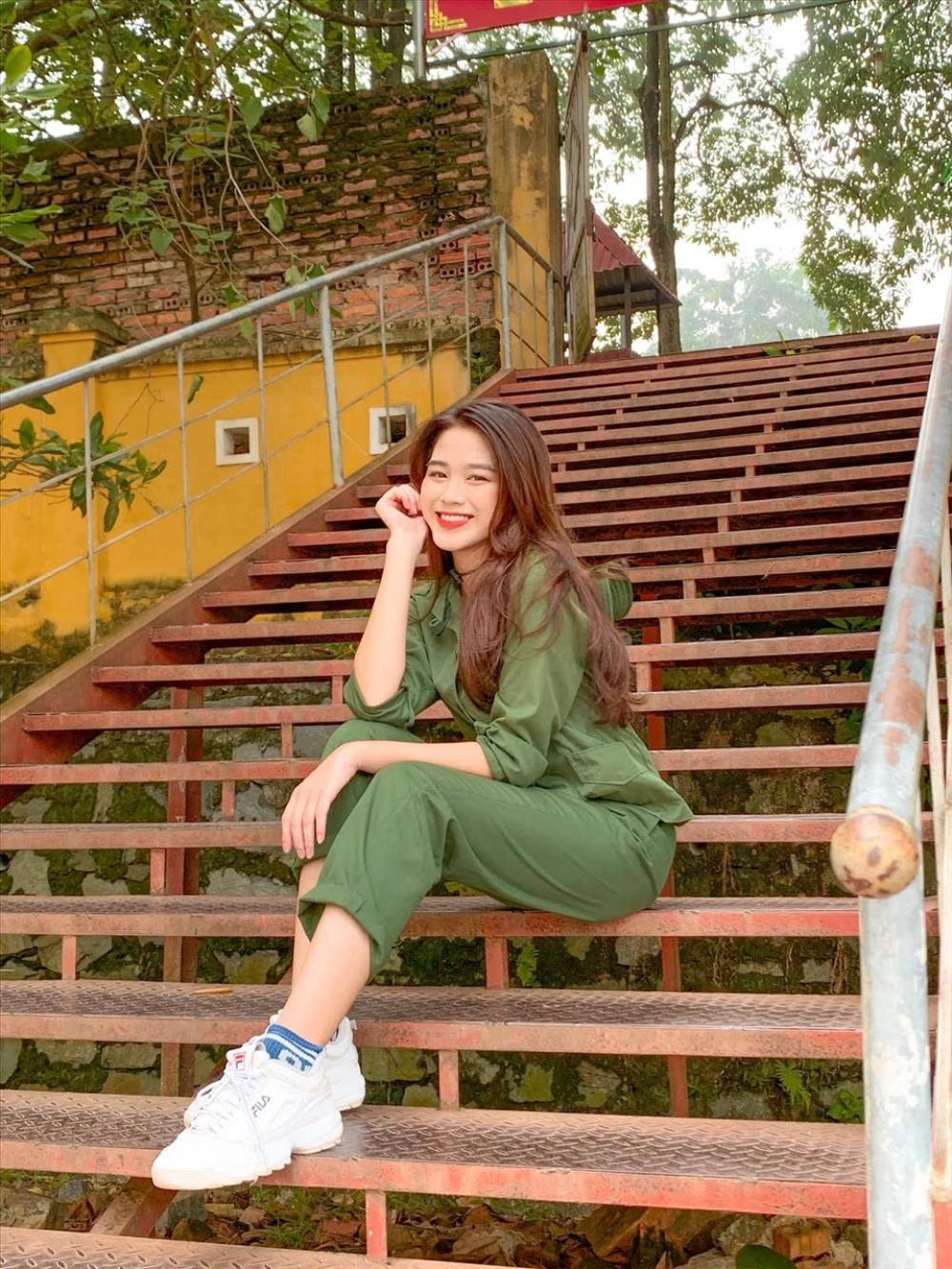 Hoa hậu Đỗ Thị Hà diện túi hiệu hơn 60 triệu đồng những ngày đầu năm Ảnh 3