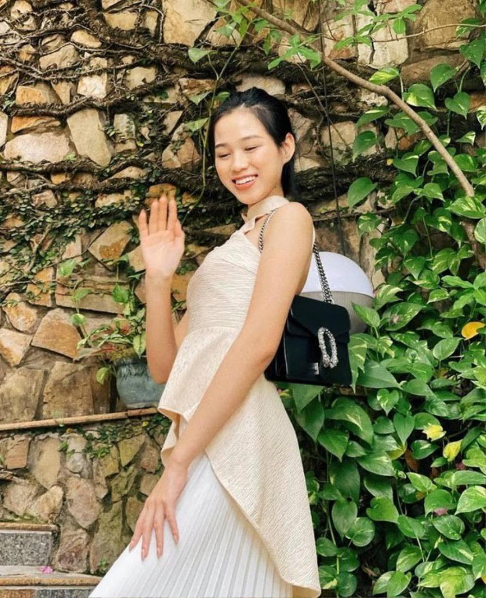 Hoa hậu Đỗ Thị Hà diện túi hiệu hơn 60 triệu đồng những ngày đầu năm Ảnh 2