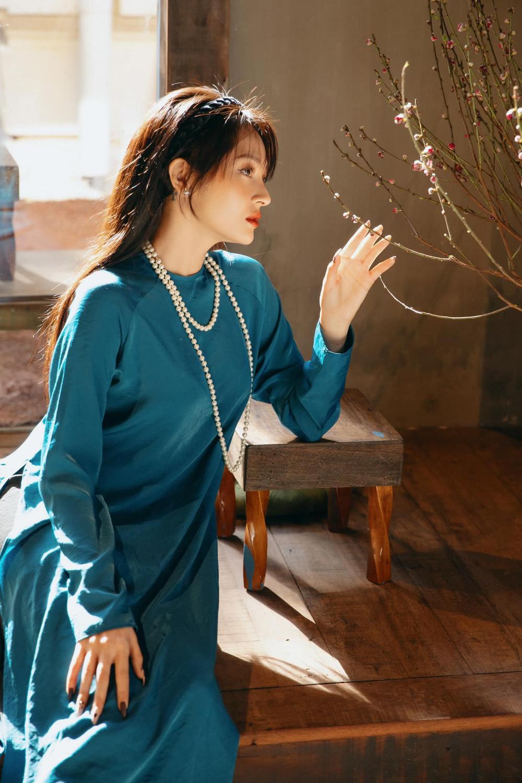 Hoa hậu Đặng Thu Thảo diện áo dài Tết đẹp đến lay động lòng người Ảnh 3
