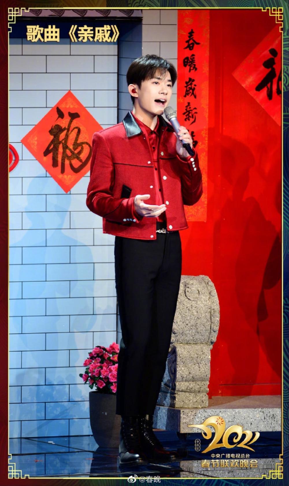 Dịch Dương Thiên Tỉ được khen ngợi điển trai nhờ đội tóc giả trong 'Lễ hội mùa xuân' tại CCTV Ảnh 4