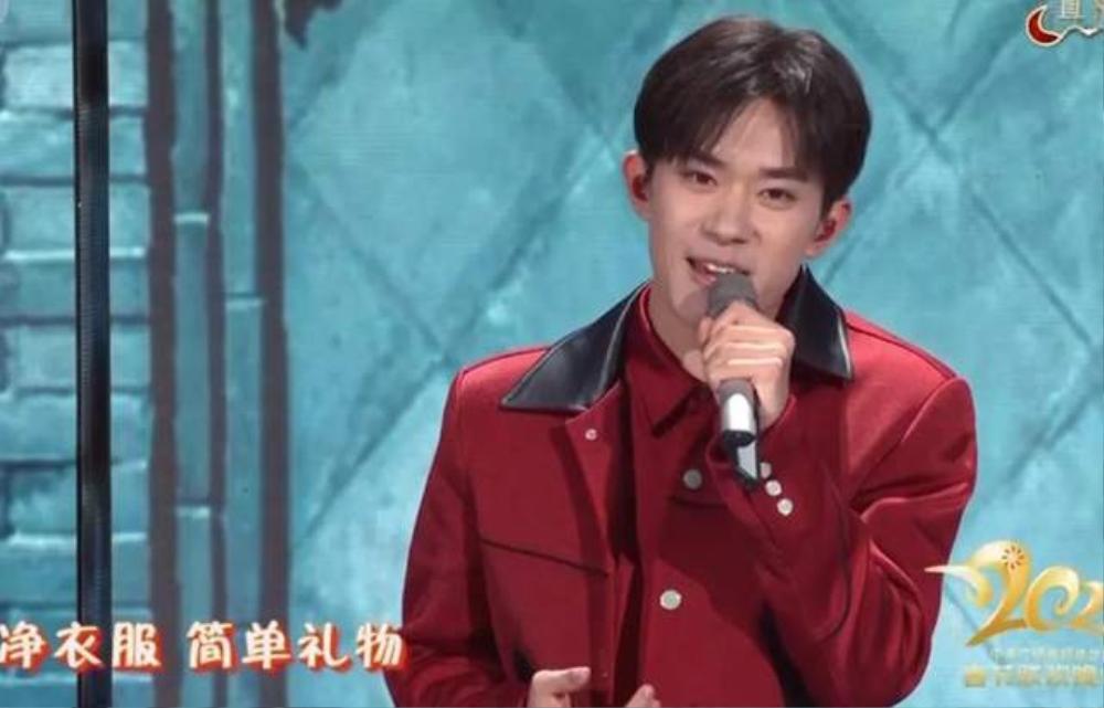 Dịch Dương Thiên Tỉ được khen ngợi điển trai nhờ đội tóc giả trong 'Lễ hội mùa xuân' tại CCTV Ảnh 5