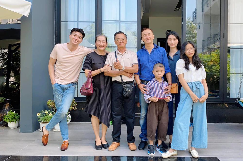 Sao Việt mùng 1 Tết Tân Sửu: Gia đình Hà Hồ đỏ rực 'xuất hành', Lan Ngọc khoe nhan sắc mặn mà cuốn hút Ảnh 10