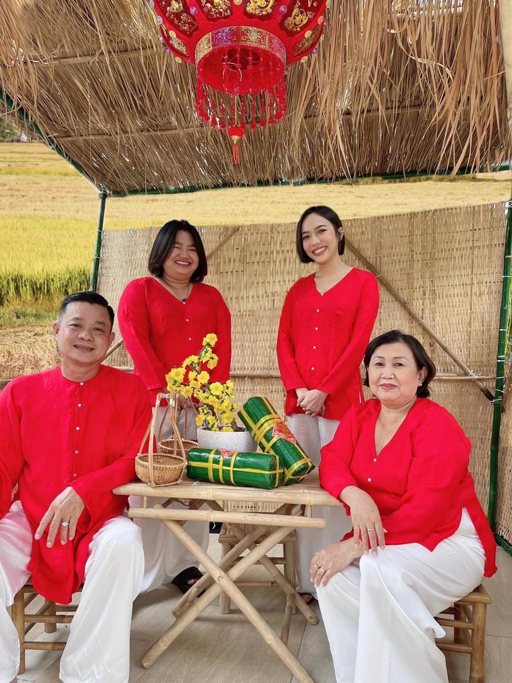 Sao Việt mùng 1 Tết Tân Sửu: Gia đình Hà Hồ đỏ rực 'xuất hành', Lan Ngọc khoe nhan sắc mặn mà cuốn hút Ảnh 4