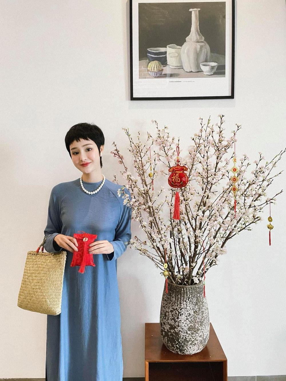 Sao Việt mùng 1 Tết Tân Sửu: Gia đình Hà Hồ đỏ rực 'xuất hành', Lan Ngọc khoe nhan sắc mặn mà cuốn hút Ảnh 6