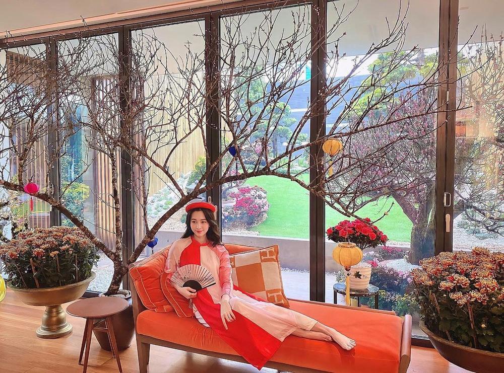 Sao Việt xúng xính mùng 1 Tết: H'Hen Niê diện đồ truyền thống, Tú Hảo, Bảo Anh nhẹ nhàng với áo dài Ảnh 7