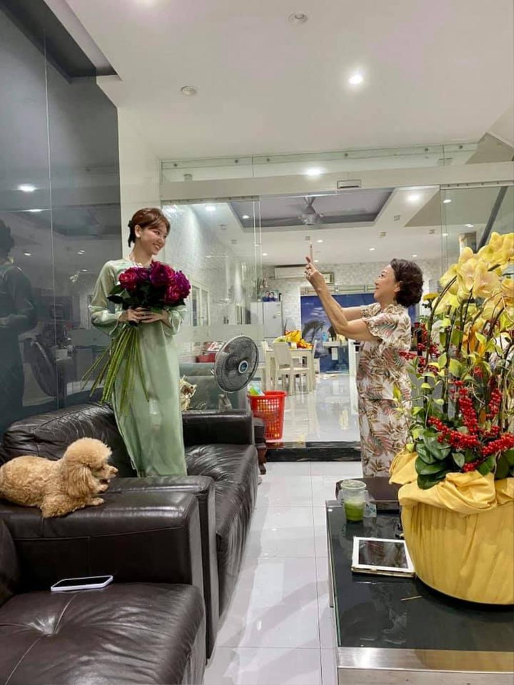 Hari Won khoe khoảnh khắc 'mẹ chồng nàng dâu' vào mùng 1 Tết khiến ai cũng xuýt xoa ghen tị Ảnh 1