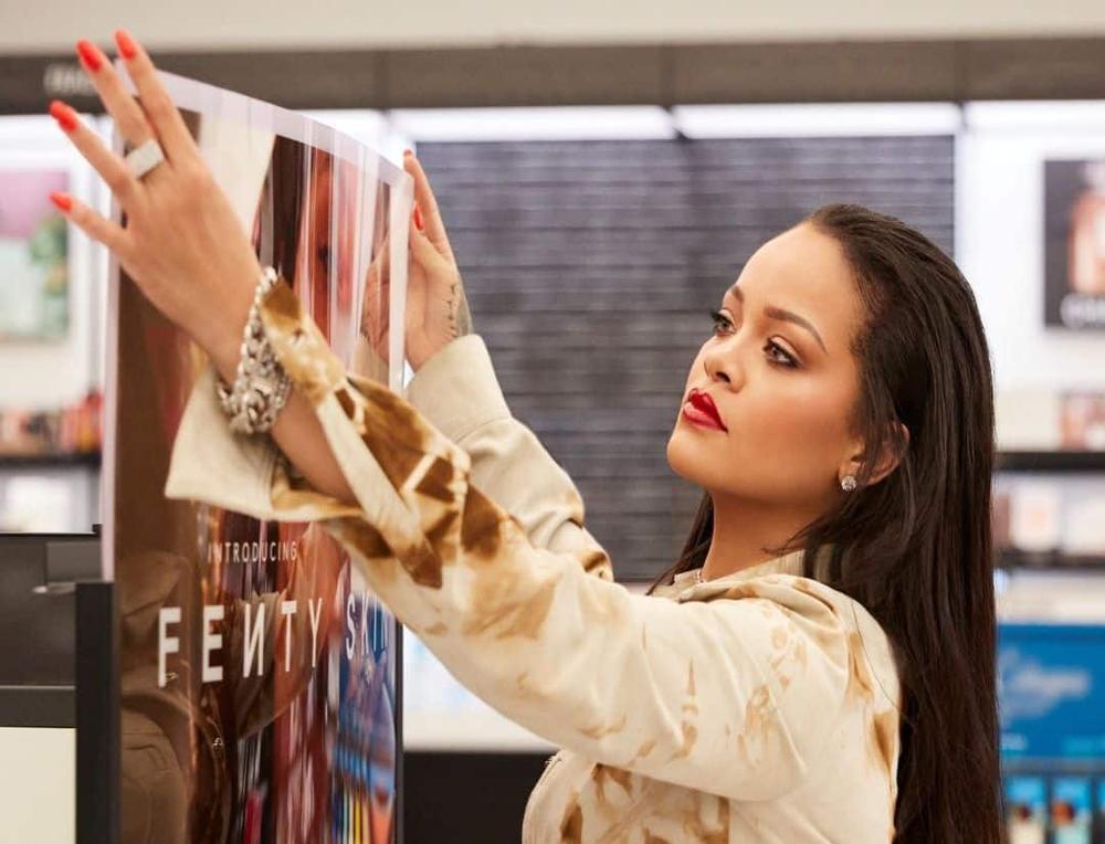 Rihanna và LVMH đóng cửa dòng thời trang Fenty Ảnh 2