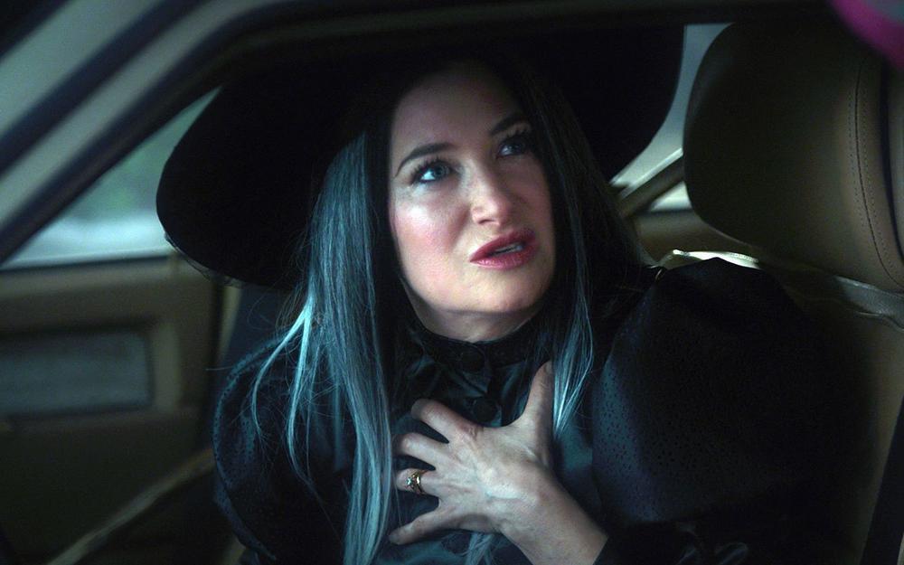 'WandaVision' tập 6: Chị phù thủy bật chế độ đồ sát rượt đội S.W.O.R.D chạy bo toé khói Ảnh 4