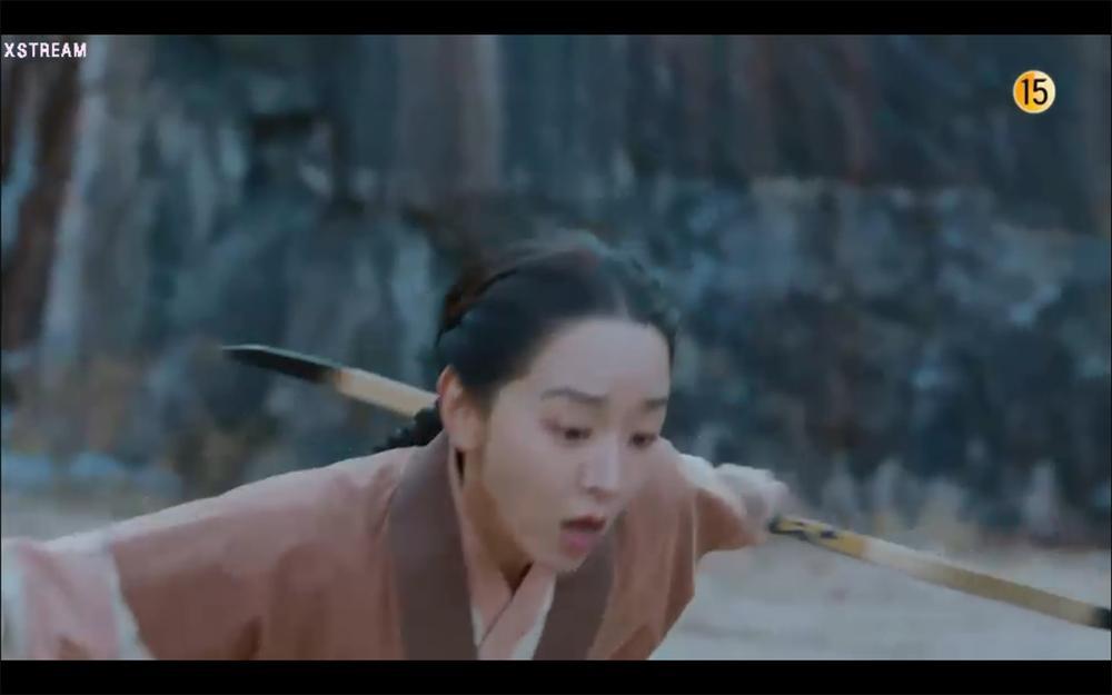 'Mr. Queen' tập 19: Na In Woo chết thảm vì cứu Shin Hye Sun, Kim Jung Hyun trở về Ảnh 1