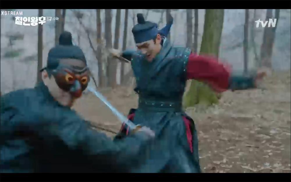 'Mr. Queen' tập 19: Na In Woo chết thảm vì cứu Shin Hye Sun, Kim Jung Hyun trở về Ảnh 12