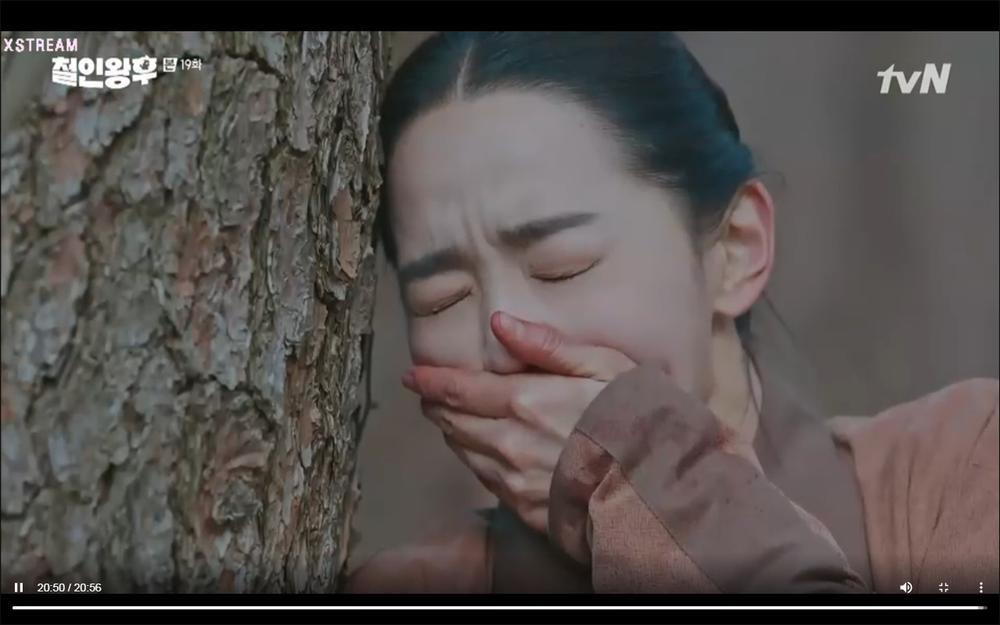'Mr. Queen' tập 19: Na In Woo chết thảm vì cứu Shin Hye Sun, Kim Jung Hyun trở về Ảnh 23