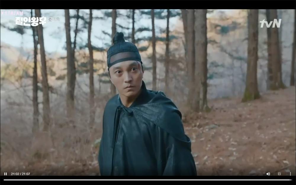 'Mr. Queen' tập 19: Na In Woo chết thảm vì cứu Shin Hye Sun, Kim Jung Hyun trở về Ảnh 25