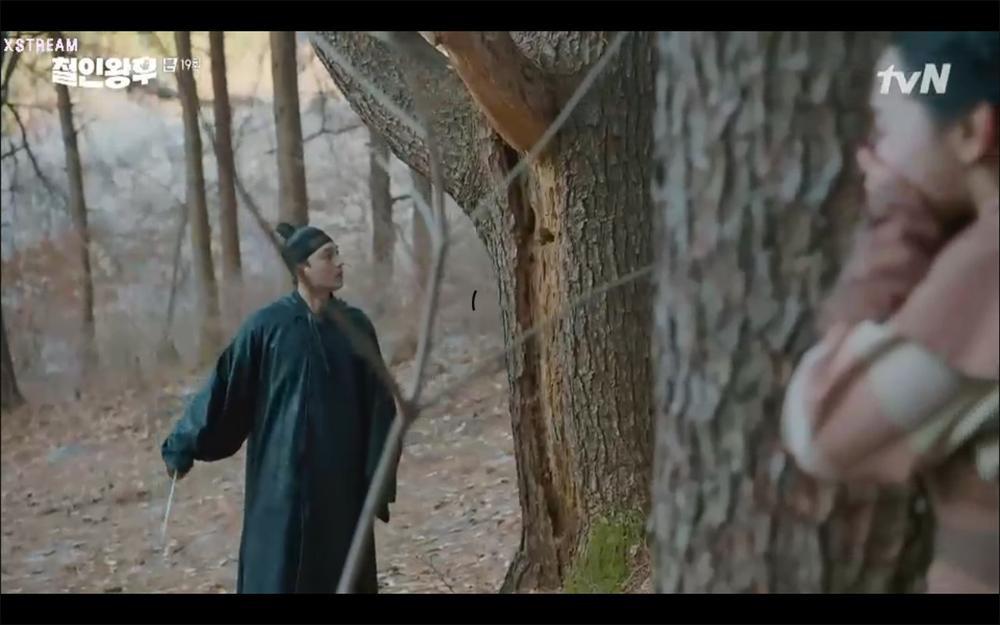 'Mr. Queen' tập 19: Na In Woo chết thảm vì cứu Shin Hye Sun, Kim Jung Hyun trở về Ảnh 24